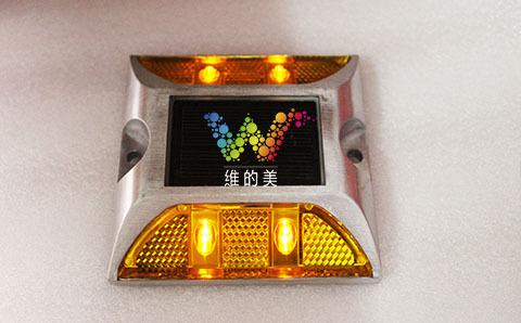 岔道口双面4灯太阳能道钉